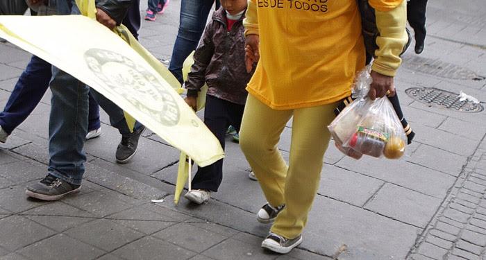 Despensas y niños. Foto: Francisco Cañedo, SinEmbargo