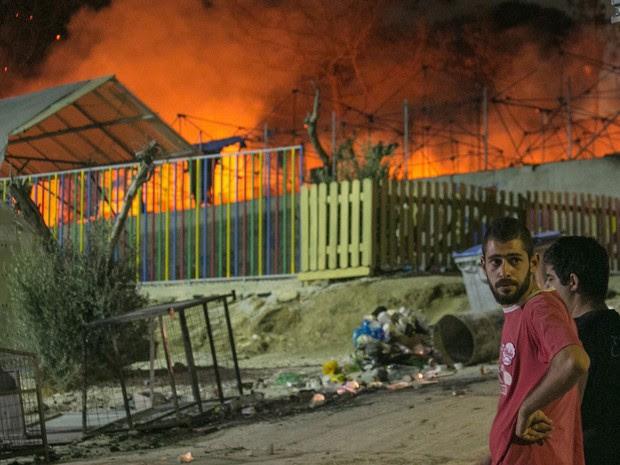 Não se sabe como o fogo começou ou quem é o responsável pelo incêndio (Foto: AP Foto/Michael Schwarz)