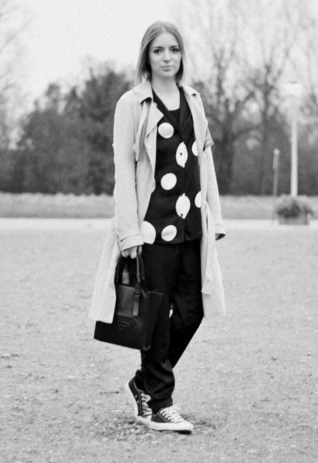 asos midi mac trench coat h&m trend dotted dot shirt h&m trend shiny silk trousers black converse all star zara bag outfit post fashion blogger turn it inside out fall winter