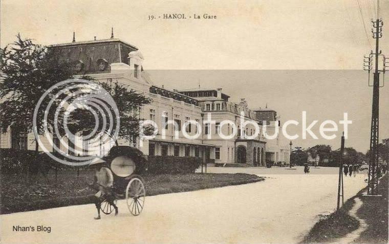 Rồi đường Hà Nội - Hải Phòng (1903), Hà Nội - Lào Cai (1905). Cùng với sự phát triển của mạng lưới đường sắt, quy mô nhà ga cũng thay đổi. Hai cánh được nâng nên thành hai tần nối với hai khối nhà mới.
