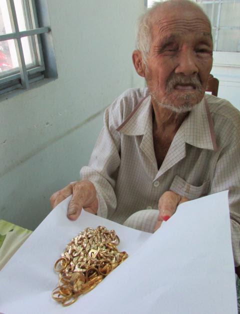 Hình ảnh Ông lão ăn xin bị cướp 25 cây vàng ở miền Tây đã qua đời số 1