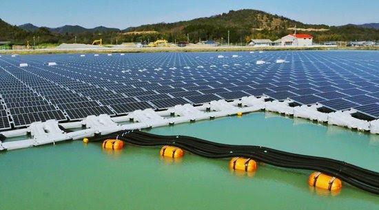 Usina solar flutuante gera energia e conserva água