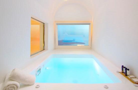 Ελληνικές βίλες με απίστευτη θέα από την πισίνα