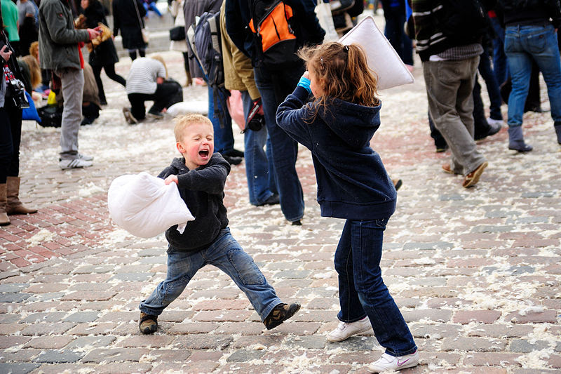 File:Warsaw Pillow Fight 2010 (4487959761).jpg