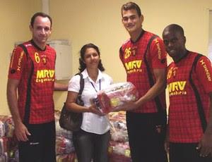 dbc144d7d7 Jogadores do Sport doam cestas básicas a projeto social. Dinheiro para a  entrega das doações veio da caixinha dos atletas