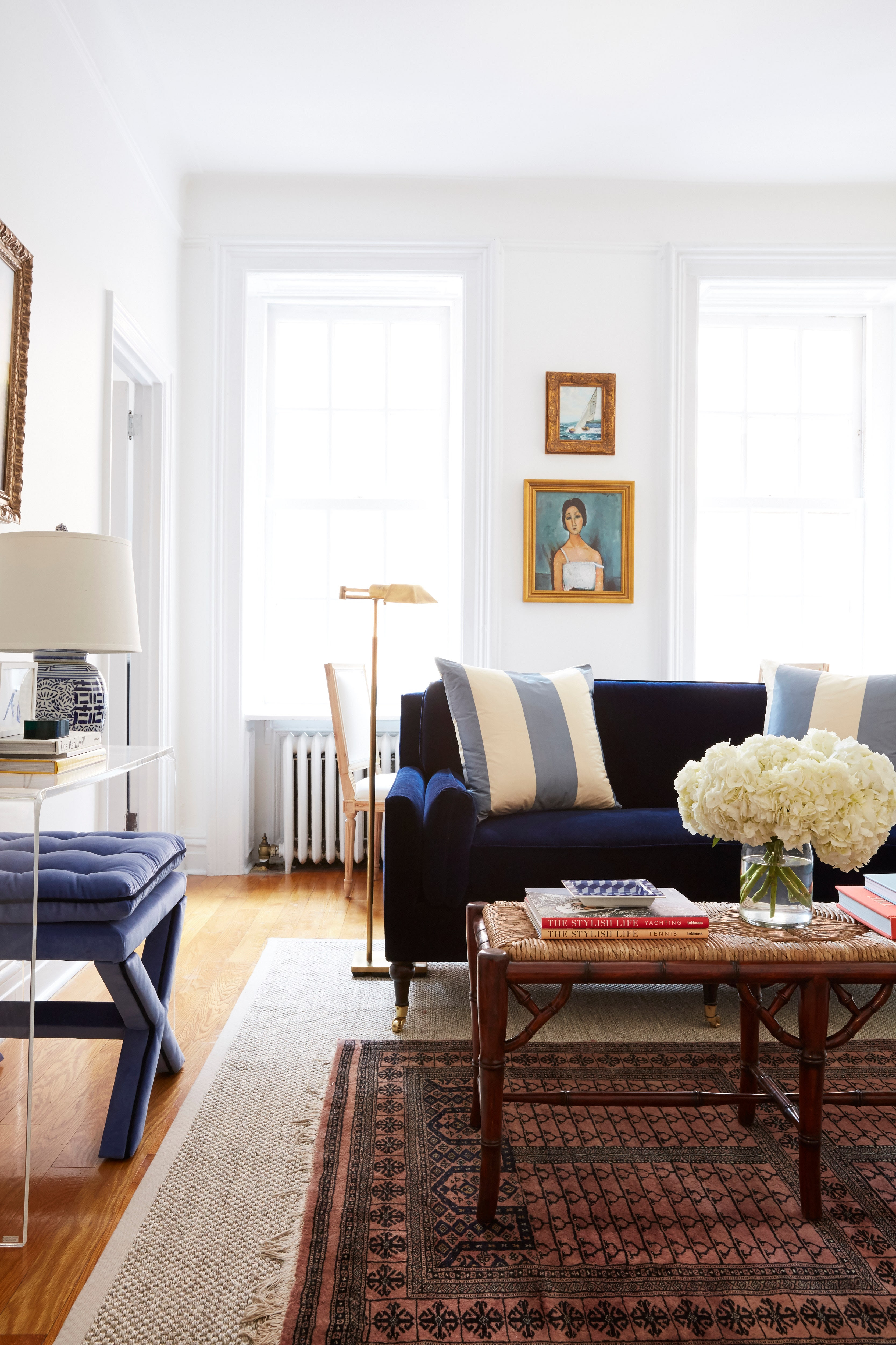 A Living Room Furniture Layout That Maximizes a Small ...