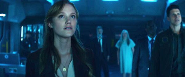 Patricia Whitmore (Maika Monroe) stares at surveillance footage, off-screen, while her father Thomas Whitmore (Bill Pullman) and Dr. Okun (Brent Spiner) watch in the background...in INDEPENDENCE DAY: RESURGENCE.