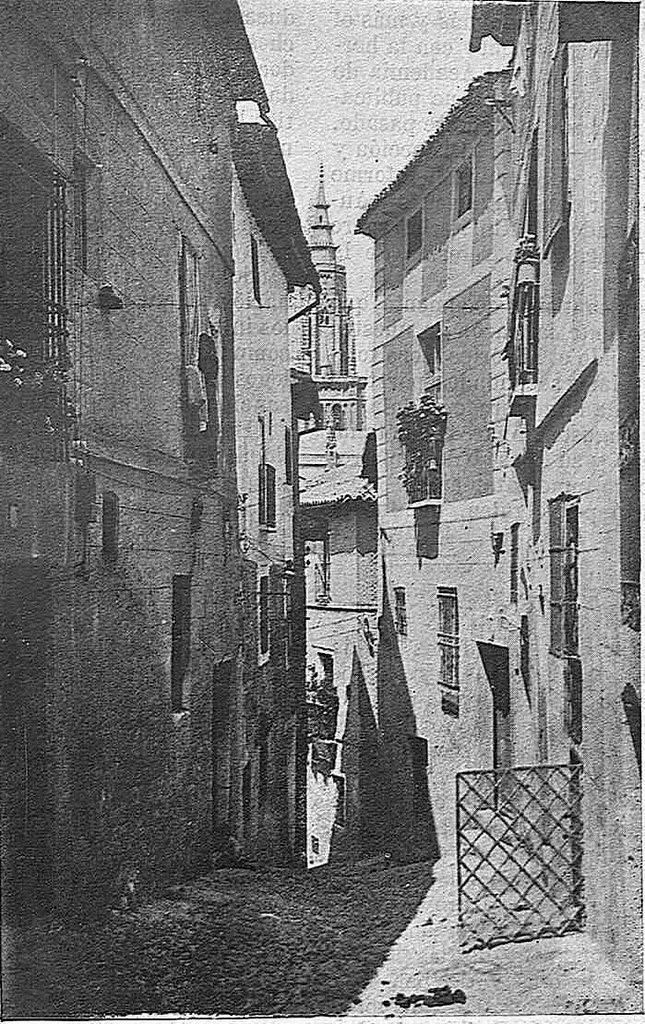 Calle de los Pascuales en 1925. Fotografía de Narciso Clavería publicada en diciembre de 1925 en la Revista Toledo