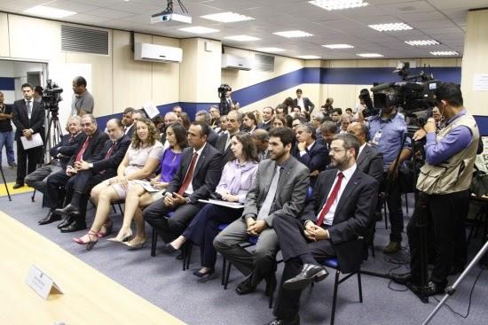 Paulo Bernardo assina portaria que regulamenta a migração do rádio AM para a faixa de FM