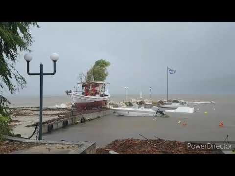 L'uragano Ianos si abbatte sulla Grecia: le immagini
