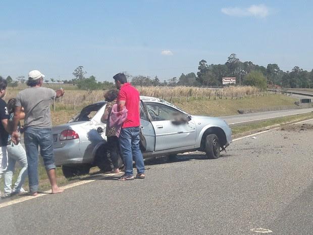 Acidente deixou três pessoas feridas, afirma polícia (Foto: Maria Eliza Rosa/ TV TEM)