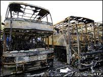 Autobuses incendiados en Aulnay-sous-Bois.