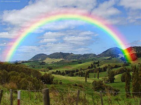 filosofi pelangi nampak indah  adanya  warna