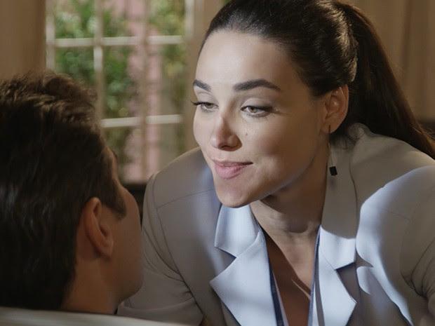 Sueli gosta de provocar seu chefe (Foto: TV Globo)