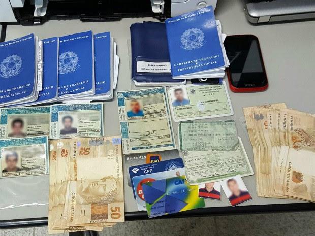 Criminosos são presos por suspeita de fraudar no seguro-desemprego (Foto: Poliana Casemiro/ G1)