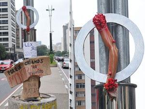 Um braço de plástico e cartazes foram afixados em um poste da Avenida Paulista, em São Paulo, para protestar contra o universitário Alex Siwek, que atropelou o ciclista Davida Souza dos Santos. A vítima, um limpador de vidros, perdeu o braço direito no ac (Foto: J.Duran Machfee/Futura Press/ Estadão Conteúdo)