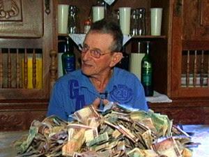 Valdomiro Gonçalves tem 'fortuna' sem valor (Foto: Reprodução/TV Gazeta)