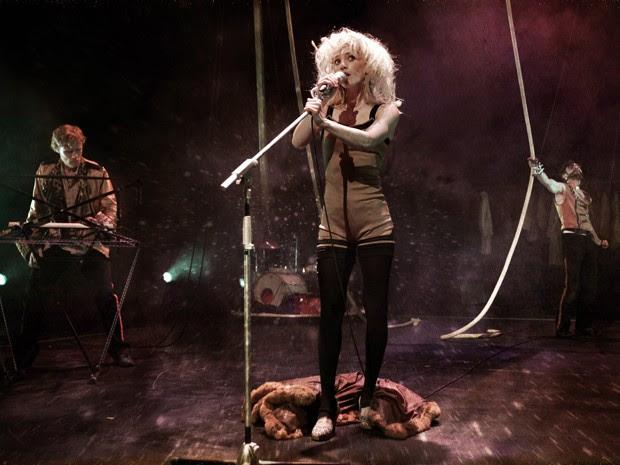 200 Vols é uma das atrações, misturando rock e circo (Foto: JiF / Divulgação)