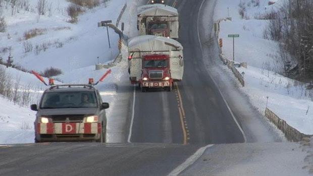 Vista de la carretera en Attawapiskat. Foto: Frederic Pepin/Radio-Canada
