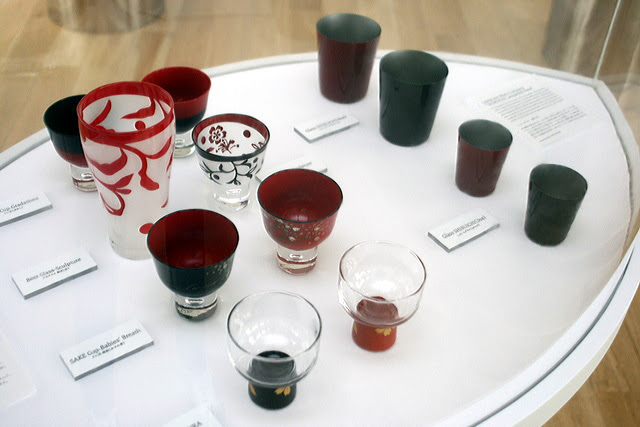 Aizu Lacquered Glass Crafts