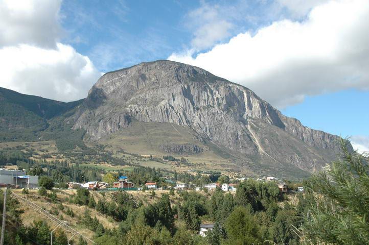 Ville de Coyhaique et rivière Coyhaique