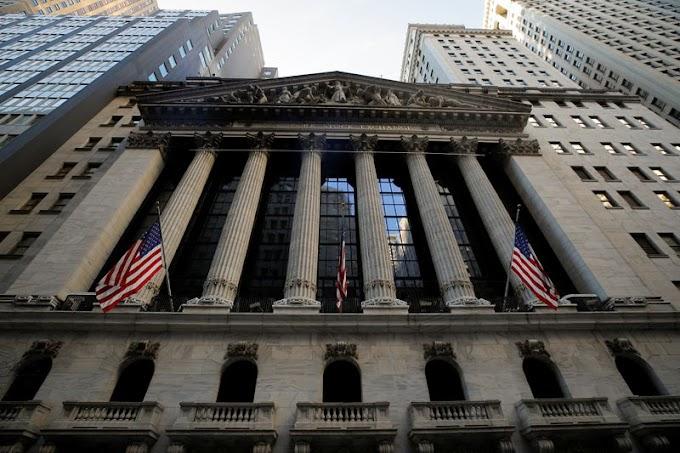 Wall Street clôture en baisse mais boucle un mois de novembre record