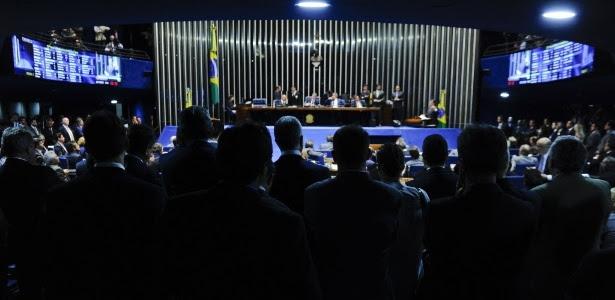 Deputados governistas e de oposição acompanham votação sobre Delcídio no Senado