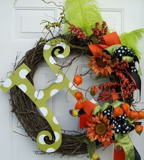 10 Easy DIY Fall wreaths - love this one with the H!!!