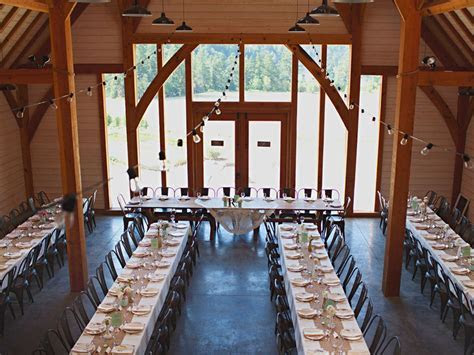 A Lovely Barn Wedding On Vancouver Island   Canadian