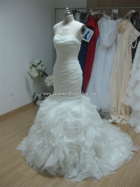 This is a Vera Wang Gamma knock off replica from Jasmine