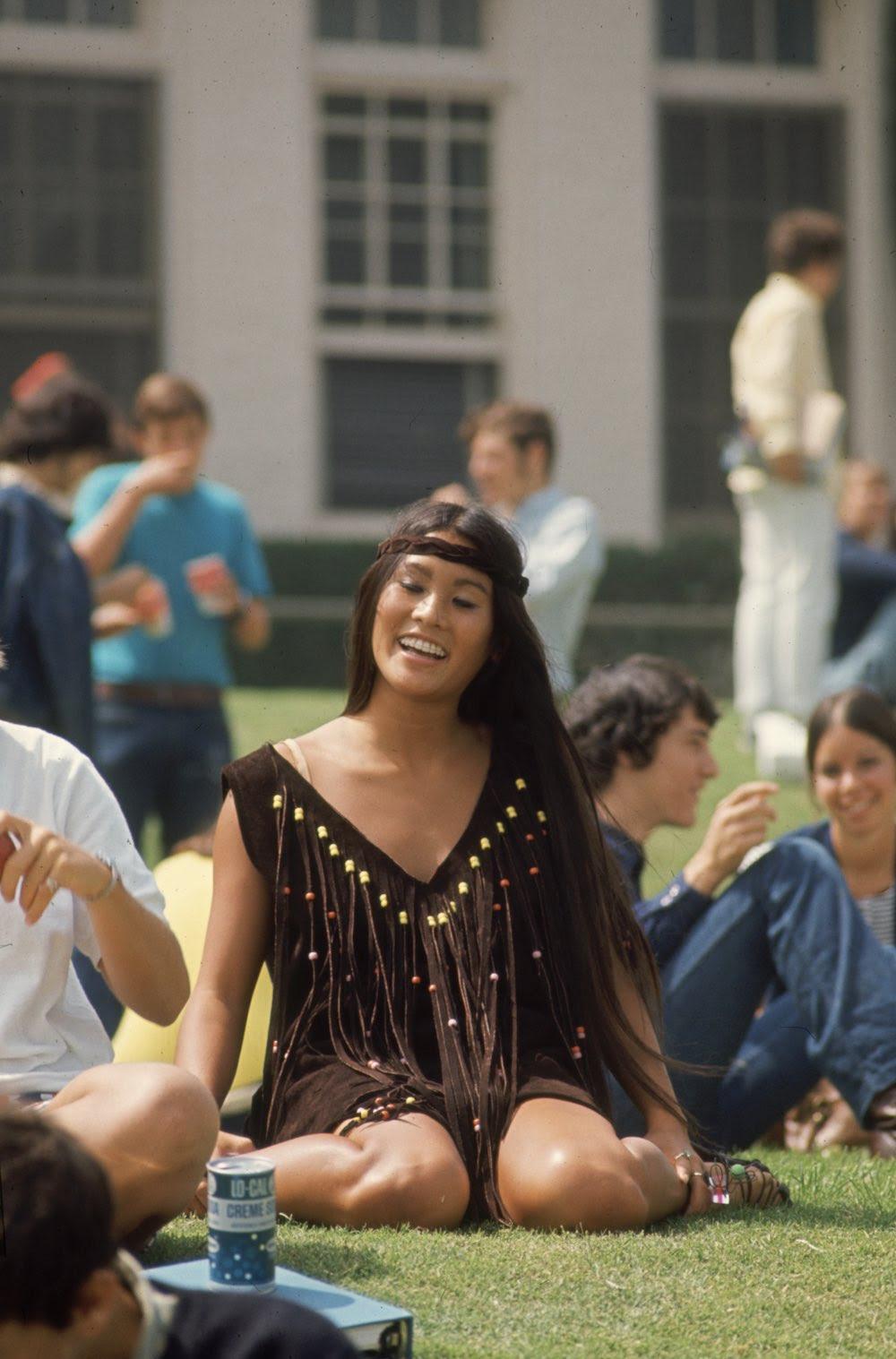 Estas colegiais dos anos 60 se vestiam bem, inclusive para hoje em dia 12