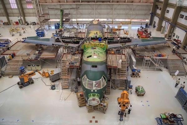 El segundo prototipo KC-390 se ve en la unidad de Embraer en Gavião Peixoto. (Foto: Sargento Batista / Fuerza Aérea Agencia.)