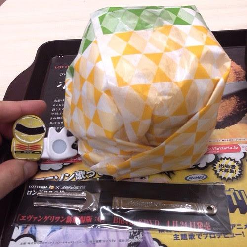 Q段チーズバーガー、デカイ…。