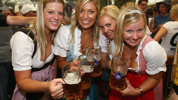 Women drinking beer at Oktoberfest