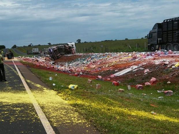 Local do acidente precisou ser interditado (Foto: Divulgação/Polícia Rodoviária Estadual)