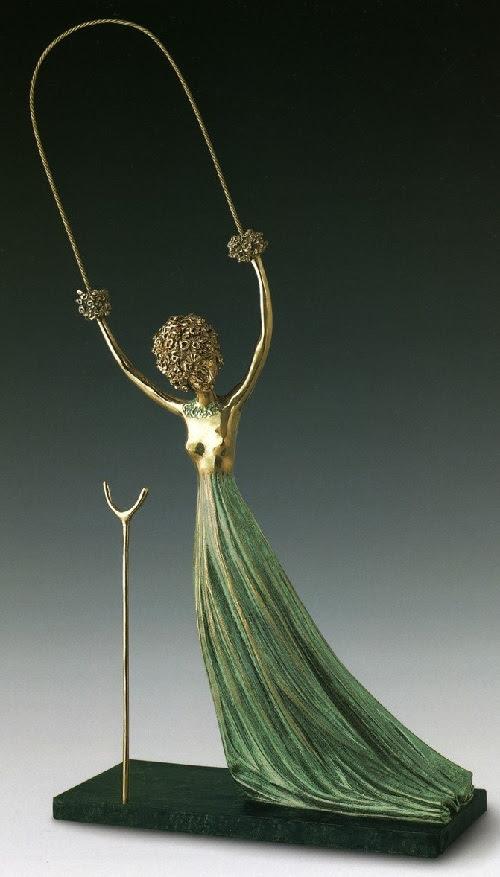 Alicia en el país de las Maravillas.  Escultura de bronce de Salvador Dalí