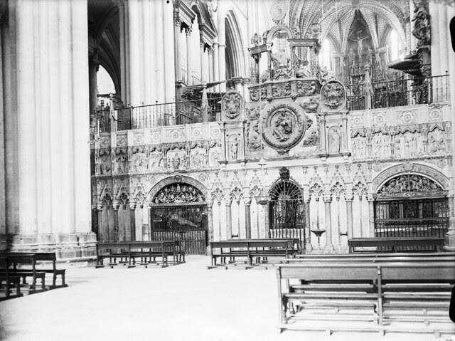 Interior de la Catedral de Toledo en los años 20. Detalle de una Fotografía de Otto Wünderlich. © Fototeca del Patrimonio Histórico