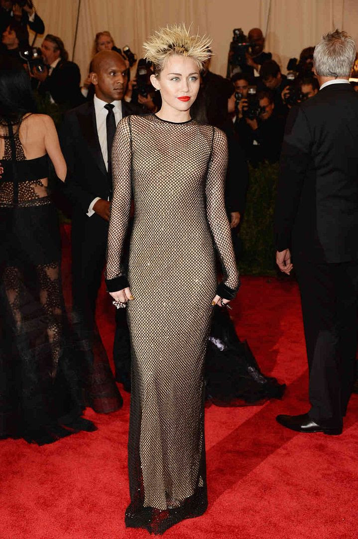 Miley Cyrus : 2013 Met Costume Institute Gala photo 168188382_custom-b882f154caf3c54afa5d77187f61cebe64135acc-s6-c10.jpg