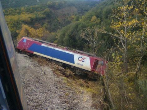Κομμένη στα δύο η Ελλάδα μετά τον εκτροχιασμό του τρένου