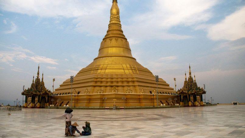 La pagode Uppatasanti est une réplique de la célèbre pagode Shwedagon à Rangoon.