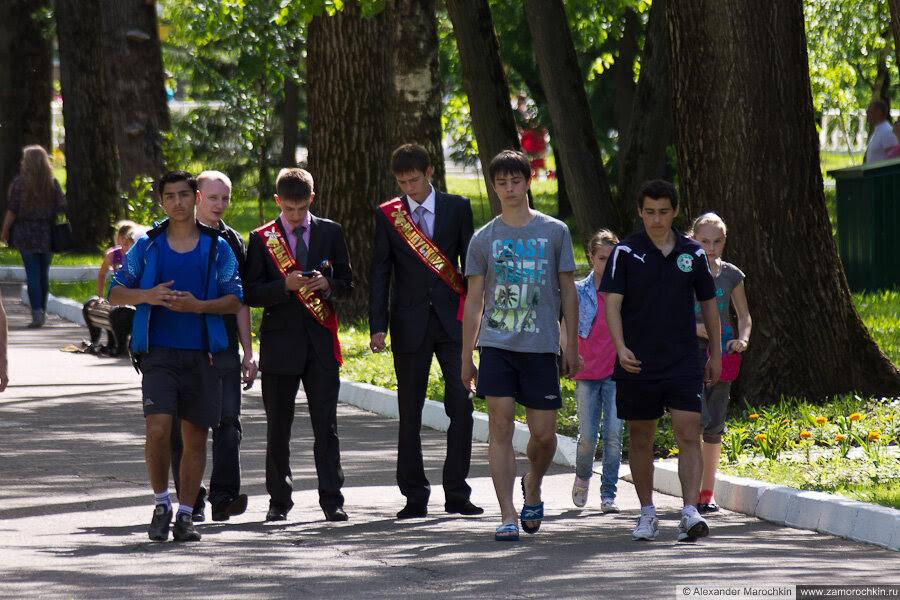 Выпускники в пушкинском парке Саранска. Последний звонок