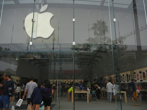 DSCN8331 _ A huge Apple store in Santa Monica