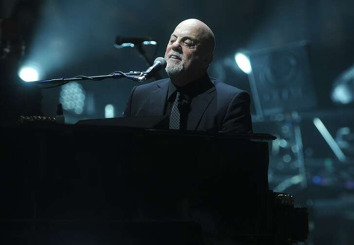 NEW YORK, NY - DECEMBER 18: Musician Billy Joel performs at Madison Square Garden on December 18, 2014 in New York City.  (Photo by Brad Barket/Getty Images)