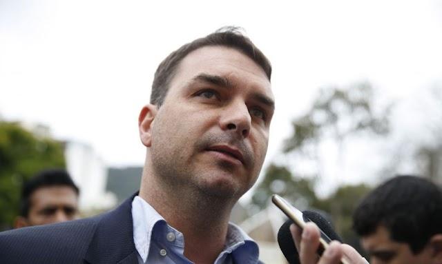 STJ suspende denúncia contra Flávio Bolsonaro e Fabrício Queiroz