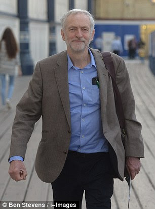 Image ©Licensed to i-Images Picture Agency. 26/09/2015. Brighton , United Kingdom.  Jeremy Corbyn arrives in Brighton for the Labour Party Conference 2015.  Picture by Ben Stevens / i-Images