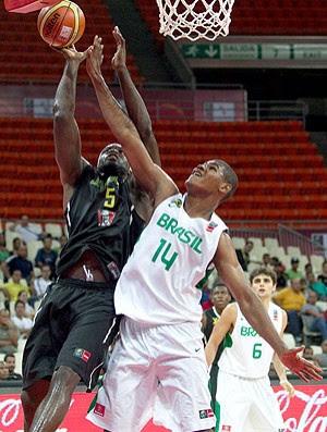 Brasil basquete Jamaica Cristiano Felicio (Foto: EFE)