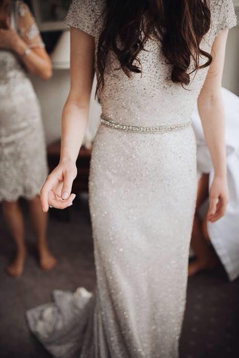 alle funkelnde winter-Hochzeits-Kleid mit kurzen ärmeln und einem verzierten Gürtel - Sie brauchen nicht mehr zu stehen