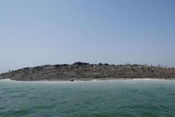Nova ilha surgida no litoral do Paquistão após terremoto