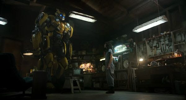 Bumblebee and Charlie Watson (Hailee Steinfeld) meet each other for the first time in BUMBLEBEE.