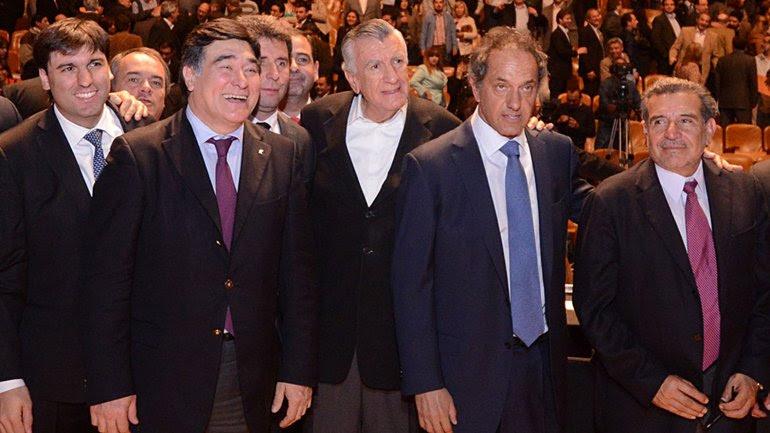 Scioli se mostró en compañía del director de Anses, Diego Bossio, el secretario Legal y Técnico, Carlos Zannini; el gobernador José Luis Gioja y los candidatos a gobernador y a vice de la provincia, Sergio Uñac y Marcelo Lima.